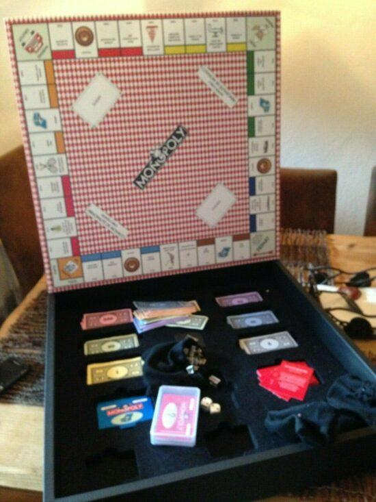 Jeu Monopoly Monaco imprime sur cuir. dernier exemplaire à la vente - Jouet et jeux